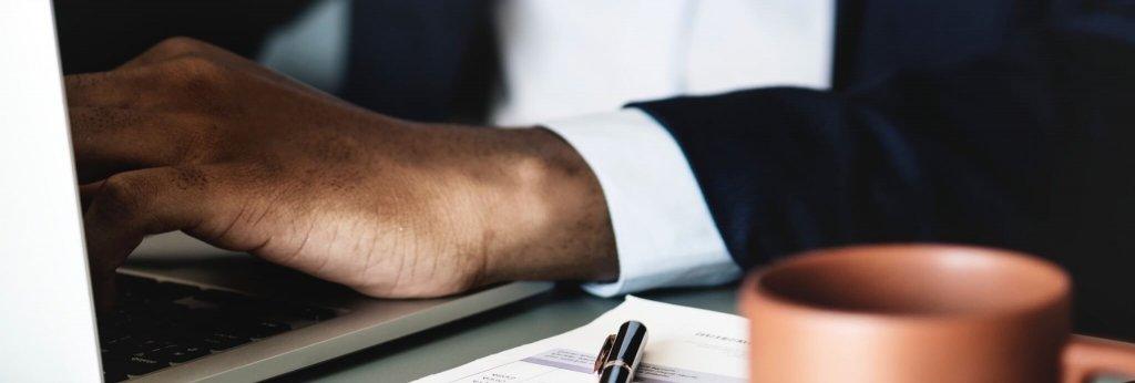 Ejemplo de un profesional gestionando activamente una cartera de inversión