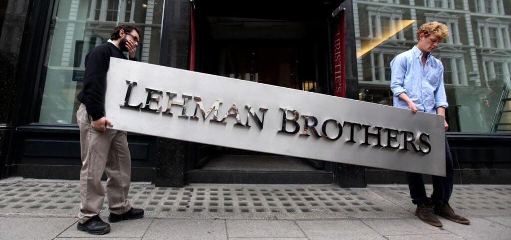 Imagen de la caída del banco Lehman Brothers en la crisis de 2008