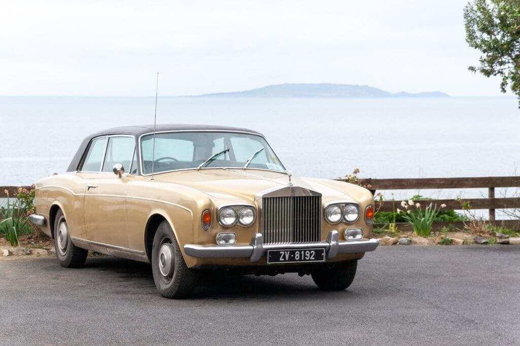 Imagen de un coche Rolls Royce antiguo