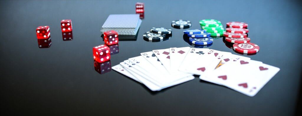 Algunas personas consideran que comprar acciones de bolsa es como ir al casino